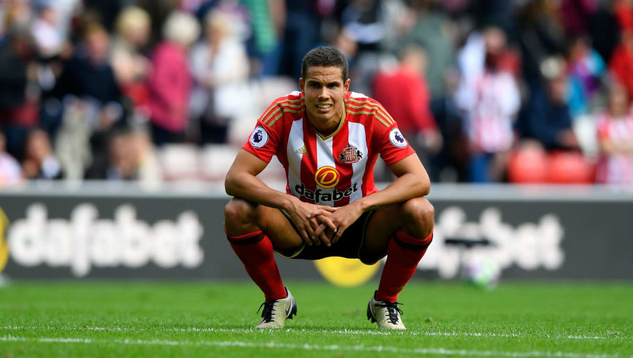 SUNDERLAND, ENGLAND - AUGUST 21:  Sunderland player Jack Rodwell reacts  after the Premier League match between Sunderland and Middlesbrough at Stadium of Light on August 21, 2016 in Sunderland, England.  (Photo by Stu Forster/Getty Images )