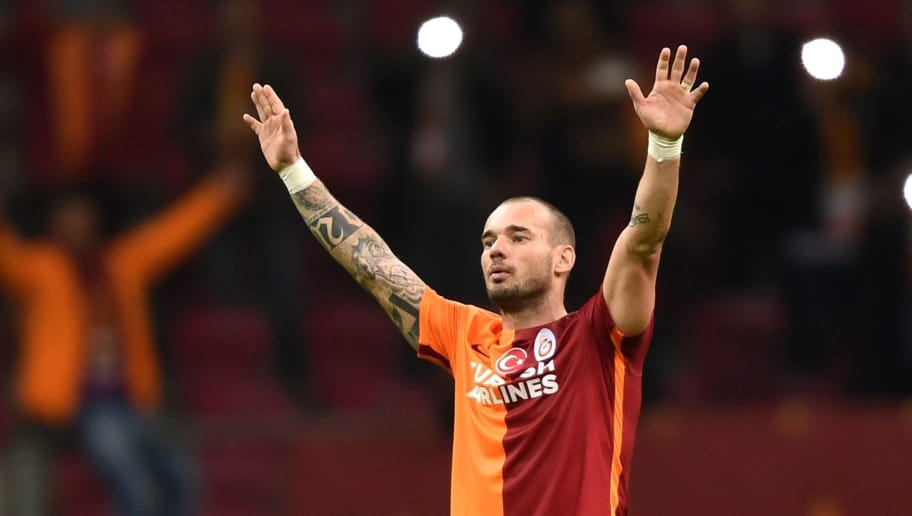 Galatasaray's Dutch midfielder Wesley Sneijder celebrates after winning the UEFA Champions League football match between Galatasaray AS and SL Benfica at the Ali Sami Yen Spor Kompleks stadium in Istanbul on October 21, 2015. AFP PHOTO / BULENT KILIC AFP        (Photo credit should read BULENT KILIC/AFP/Getty Images)