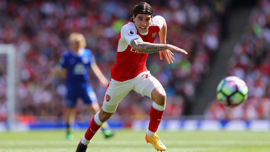 LONDON, ENGLAND - MAY 21:  Hector Bellerin of Arsenal in action during the Premier League match between Arsenal and Everton at Emirates Stadium on May 21, 2017 in London, England.  (Photo by Clive Mason/Getty Images)