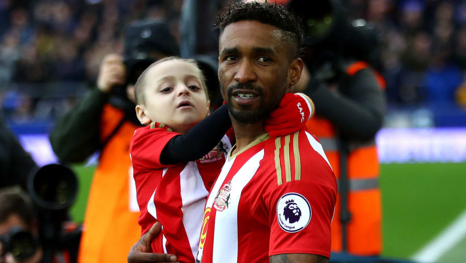 LIVERPOOL, ENGLAND - FEBRUARY 25: Bradley Lowery (L) is carried out by Jermain Defoe of Sunderland (R) prior to the Premier League match between Everton and Sunderland at Goodison Park on February 25, 2017 in Liverpool, England.  (Photo by Clive Brunskill/Getty Images)
