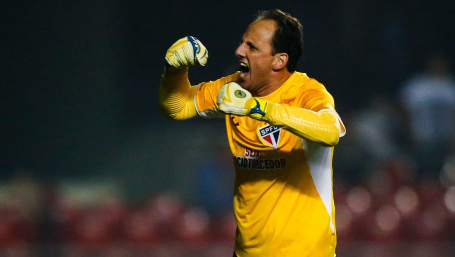 SAO PAULO, BRAZIL - JUNE 03: Rogerio Ceni of Sao Paulo celebrates their thirth goal during the match between Sao Paulo and Santos for the Brazilian Series A 2015 at Morumbi stadium on June 03, 2015 in Sao Paulo, Brazil. (Photo by Alexandre Schneider/Getty Images)