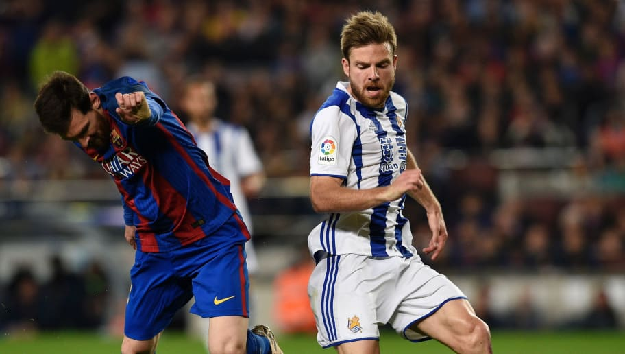 Barcelona's Argentinian forward Lionel Messi (L) vies with Real Sociedad's midfielder Asier Illarramendi (R) during the Spanish league football match FC Barcelona vs Real Sociedad at the Camp Nou stadium in Barcelona on April 15, 2017. / AFP PHOTO / LLUIS GENE        (Photo credit should read LLUIS GENE/AFP/Getty Images)
