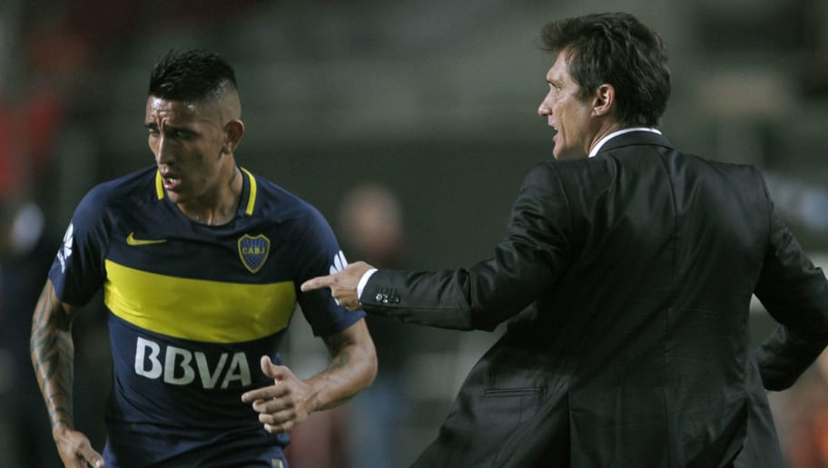 Boca Juniors' team coach Guillermo Barros Schelotto (R) gives instructions to forward Ricardo Centurion during their Argentina First Divsion football match against Estudiantes, at Ciudad de La Plata stadium in La Plata, Argentina on May 6, 2017.  / AFP PHOTO / ALEJANDRO PAGNI        (Photo credit should read ALEJANDRO PAGNI/AFP/Getty Images)