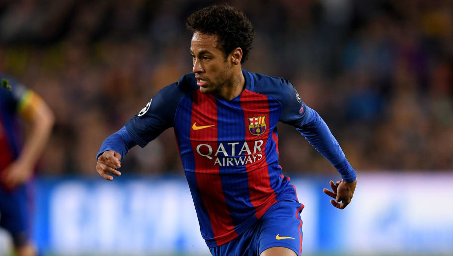 BARCELONA, SPAIN - APRIL 19: Neymar of Barcelona controls the ball during the UEFA Champions League Quarter Final second leg match between FC Barcelona and Juventus at Camp Nou on April 19, 2017 in Barcelona, Spain.  (Photo by Matthias Hangst/Bongarts/Getty Images)