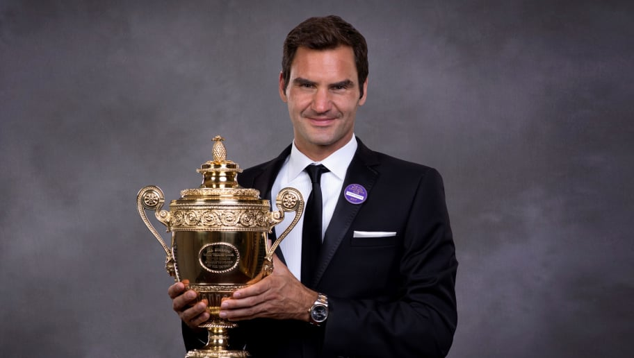 LONDON, ENGLAND - JULY 16:  (EDITORS NOTE: This image has been retouched.) (EDITORIAL USE ONLY - NO COMMERCIAL USAGE) Roger Federer poses with the trophy at the Wimbledon Winners Dinner at The Guildhall on July 16, 2017 in London, England.  (Photo by AELTC - Pool / Getty Images)