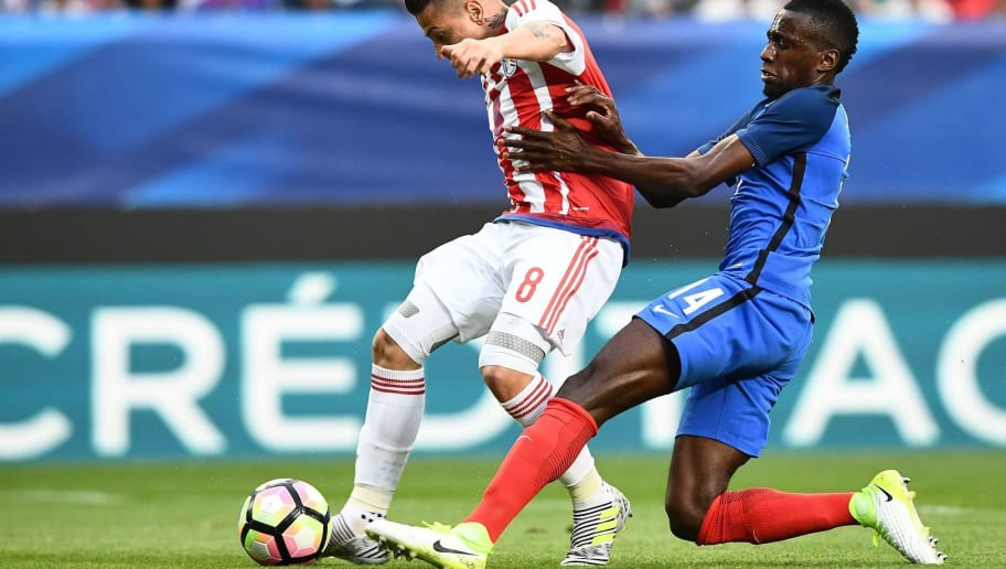 France's midfielder Blaise Matuidi (R) vies with Paraguay's midfielder Juan M.Iturbe during the friendly football match France vs Paraguay on June 2, 2017 at the Roazhon Park stadium in Rennes.  / AFP PHOTO / FRANCK FIFE        (Photo credit should read FRANCK FIFE/AFP/Getty Images)