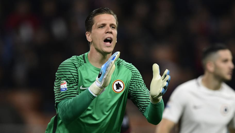 AS Roma's Polish goalkeeper Wojciech Szczesny gestures during the Italian Serie A football match AC Milan vs AS Roma at the San Siro stadium in Milan on Mai 7, 2017. / AFP PHOTO / MIGUEL MEDINA        (Photo credit should read MIGUEL MEDINA/AFP/Getty Images)