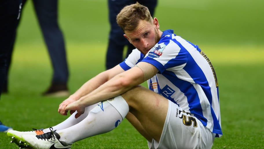 LONDON, ENGLAND - MAY 28:  Tom Lees of Sheffield Wednesday is distraught at the end of the Sky Bet Championship Play Off Final between Hull City and Sheffield Wednesday at Wembley Stadium on May 28, 2016 in London, England.  (Photo by Mike Hewitt/Getty Images)