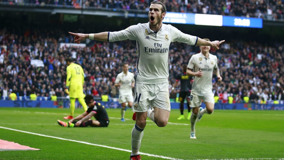 MADRID, SPAIN - FEBRUARY 18:  Gareth Bale of Real Madrid CF celebrates scoring their second goal during the La Liga match between Real Madrid CF and RCD Espanyol at Estadio Santiago Bernabeu on February 18, 2017 in Madrid, Spain.  (Photo by Gonzalo Arroyo Moreno/Getty Images)