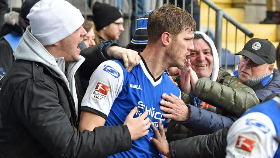 BIELEFELD, GERMANY - FEBRUARY 19: Supporters of Bielefeld celebrate with Fabian Klos (C) of Bielefeld during the Second Bundesliga match between DSC Arminia Bielefeld and FC St. Pauli at Schueco Arena on February 19, 2017 in Bielefeld, Germany.  (Photo by Thomas Starke/Bongarts/Getty Images)