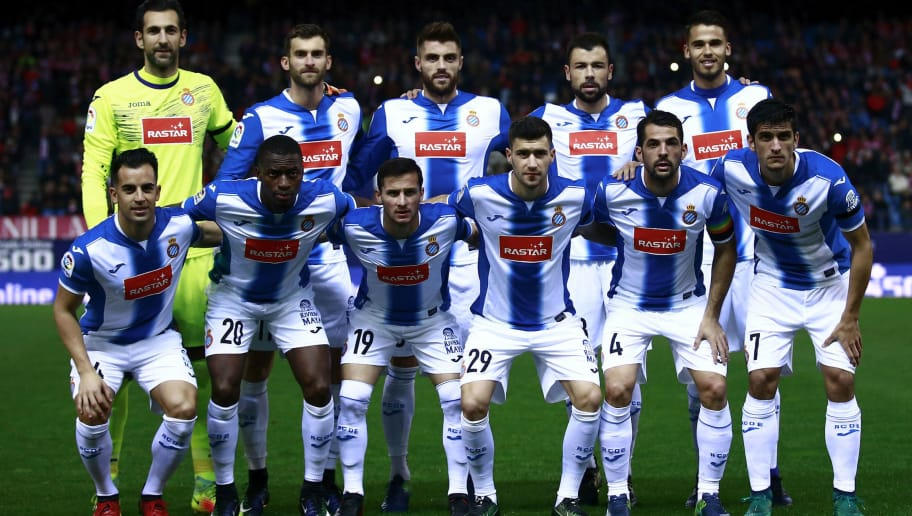 MADRID, SPAIN - DECEMBER 03: RCD Espanyol line up prior to start  the La Liga match between Club Atletico de Madrid and RCD Espanyol at Vicente Calderon stadium on December 3, 2016 in Madrid, Spain. (Photo by Gonzalo Arroyo Moreno/Getty Images)