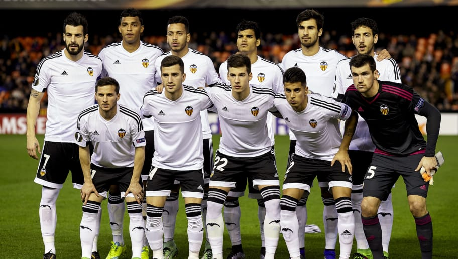 VALENCIA, SPAIN - FEBRUARY 18:  The Valencia CF team pose prior to the UEFA Europa League round of 32 first leg match between Valencia CF and Rapid Vienna at Estadi de Mestalla on February 18, 2016 in Valencia, Spain.  (Photo by Fotopress/Getty Images)