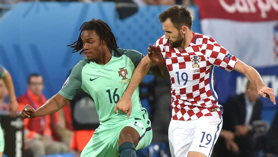 Portugal's midfielder Renato Sanches (L) vies with Croatia's midfielder Milan Badelj during the Euro 2016 round of sixteen football match Croatia vs Portugal, on June 25, 2016 at the Bollaert-Delelis stadium in Lens. / AFP / PHILIPPE HUGUEN        (Photo credit should read PHILIPPE HUGUEN/AFP/Getty Images)