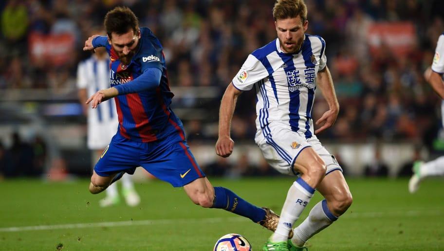 Barcelona s Argentinian forward Lionel Messi (L) vies with Real Sociedad s  midfielder Asier Illarramendi ( 54072e95c95ce