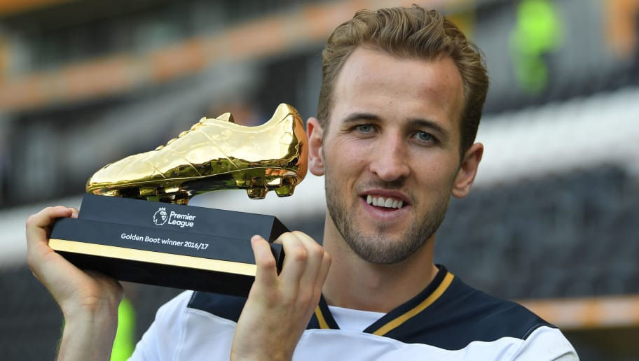 HULL, ENGLAND - MAY 21:  Harry Kane of Tottenham Hotspur poses with Premier League Golden Boot award fter the Premier League match between Hull City and Tottenham Hotspur at KC Stadium on May 21, 2017 in Hull, England.  (Photo by Laurence Griffiths/Getty Images)