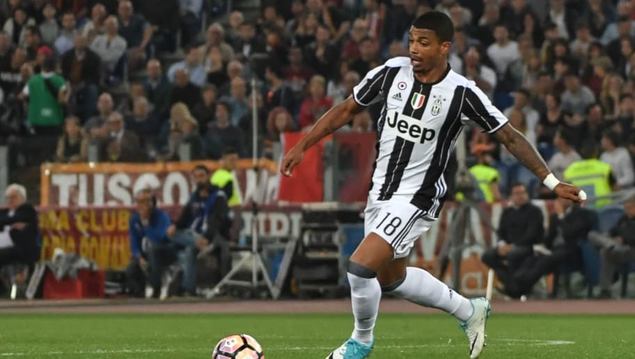 Juventus' midfielder Mario Lemina controls the ball during the Italian Serie A football match Roma vs Juventus, on May 14, 2017 at Rome's Olympic stadium. / AFP PHOTO / Andreas SOLARO        (Photo credit should read ANDREAS SOLARO/AFP/Getty Images)