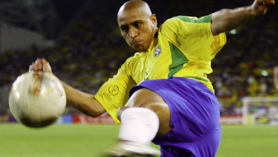 FUSSBALL : WM 2002 in JAPAN und KOREA , Kobe , 17.06.02  Match 54 / ACHTELFINALE / BRASILIEN - BELGIEN ( BRA - BEL ) 2:0  Roberto CARLOS / BRA  FOTO:BONGARTS/Gunnar-Berning
