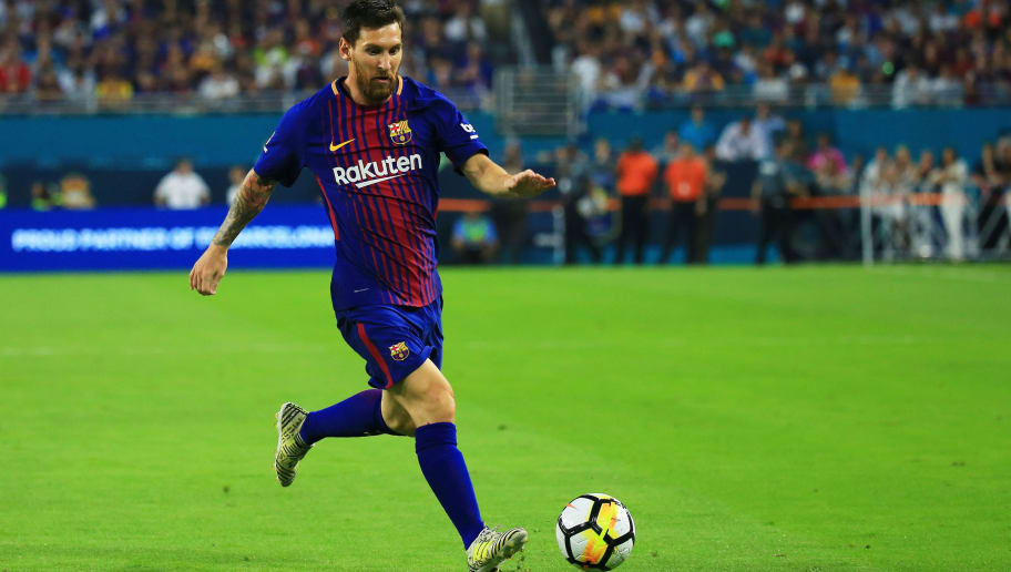 MIAMI GARDENS, FL - JULY 29:  Lionel Messi #10 of Barcelona controls the ball against Real Madrid in the first half during their International Champions Cup 2017 match at Hard Rock Stadium on July 29, 2017 in Miami Gardens, Florida.  (Photo by Chris Trotman/Getty Images)