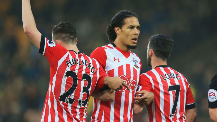 NORWICH, ENGLAND - JANUARY 07: Pierre-Emile Hojbjerg, Virgil van Dijk and Shane Long of Southampton make a wall during the Emirates FA Cup Third Round match between Norwich City and Southampton at Carrow Road on January 7, 2017 in Norwich, England.  (Photo by Stephen Pond/Getty Images)
