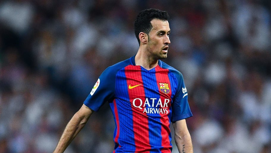 MADRID, SPAIN - APRIL 23:  Sergio Busquets of FC Barcelona runs with the ball during the La Liga match between Real Madrid CF and FC Barcelona at the Santiago Bernabeu stadium on April 23, 2017 in Madrid, Spain.  (Photo by David Ramos/Getty Images)