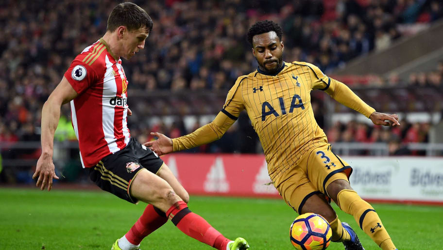 SUNDERLAND, ENGLAND - JANUARY 31:  Danny Rose of Tottenham Hotspur and Billy Jones of Sunderland compete for the ball during the Premier League match between Sunderland and Tottenham Hotspur at Stadium of Light on January 31, 2017 in Sunderland, England.  (Photo by Laurence Griffiths/Getty Images)