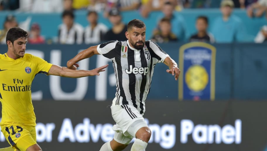 Goncalo Guedes (L) of Paris Saint-Germain and Tomas Rincon (R) of Juventus vie for the ball during their International Champions Cup (ICC) football match on July 26, 2017 at the Hard Rock Stadium, in Miami, Florida.  / AFP PHOTO / HECTOR RETAMAL        (Photo credit should read HECTOR RETAMAL/AFP/Getty Images)