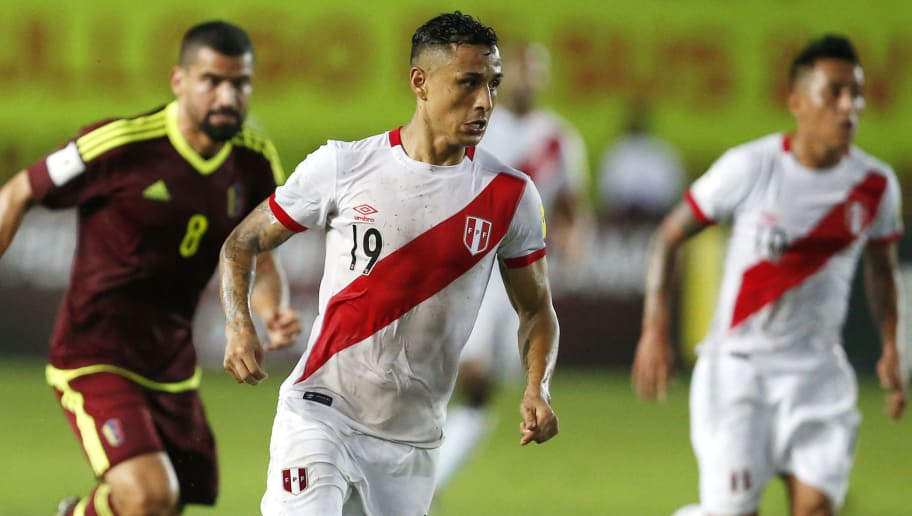 MATURIN, VENEZUELA - MARCH 23:  Yoshimar Yotun of Peru drives the ball during a match between Venezuela and Peru as part of FIFA 2018 World Cup Qualifiers at Monumental de Maturin Stadium on March 23, 2017 in Maturin, Venezuela. (Photo by Nelson Pulido/LatinContent/Getty Images)