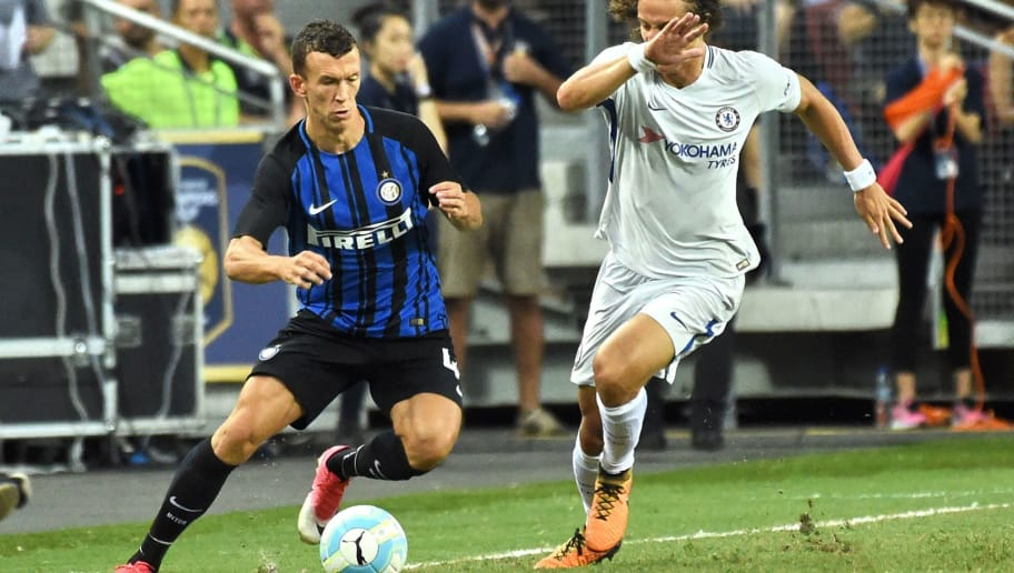 Chelsea's David Luiz (R) fights for the ball with Inter Milan's Ivan Perisic during their International Champions Cup football match in Singapore on July 29, 2017. / AFP PHOTO / Roslan RAHMAN        (Photo credit should read ROSLAN RAHMAN/AFP/Getty Images)