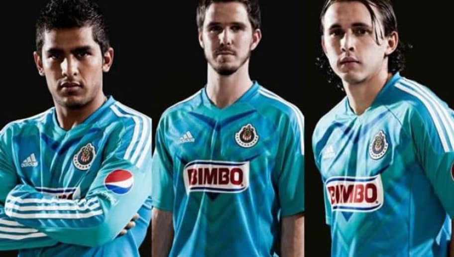 80923ae991a DE COLECCIÓN! | Ocho uniformes con los que Chivas rompió los ...