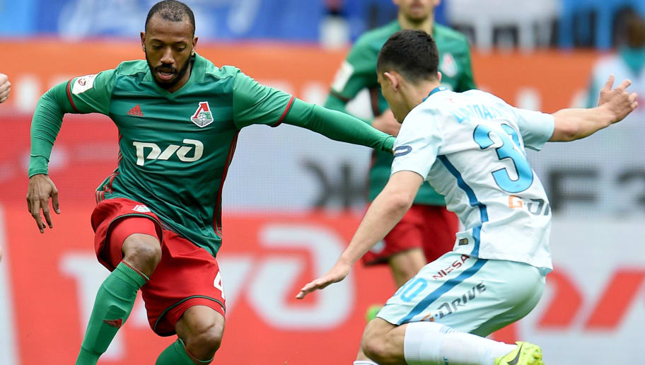 MOSCOW, RUSSIA - MAY 21: Manuel Fernandes (L) of FC Lokomotiv Moscow is challenged by Ibragim Tsallagov of FC Zenit St. Petersburg during the Russian Premier League match between FC Lokomotiv Moscow vs FC Zenit St. Petersburg at Lokomotiv stadium on May 21, 2017 in Moscow, Russia. (Photo by Epsilon/Getty Images)