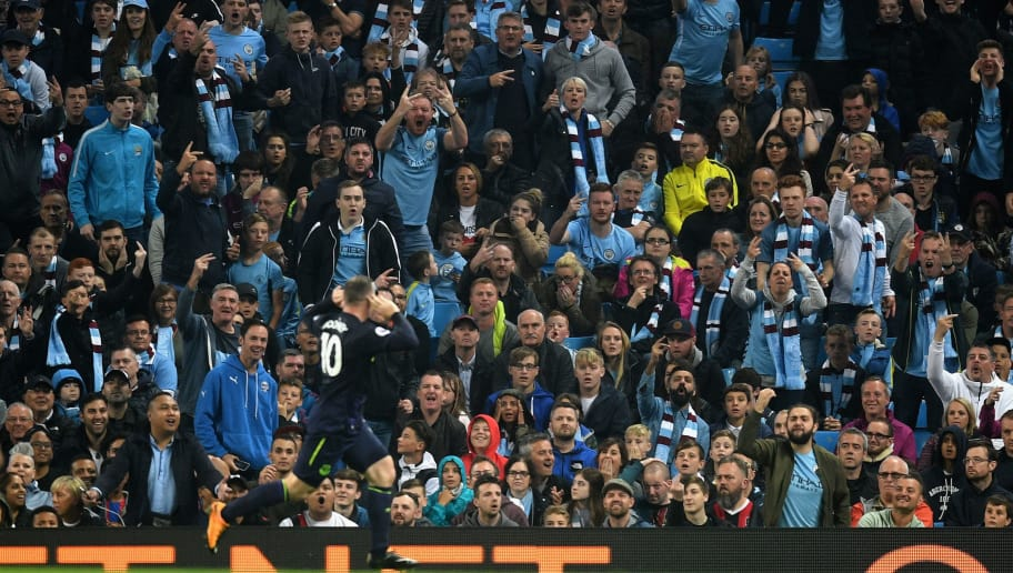 MANCHESTER, ENGLAND - AUGUST 21: Fans watch on as Wayne Rooney of Everton celebrates after scoring his sides first goal during the Premier League match between Manchester City and Everton at Etihad Stadium on August 21, 2017 in Manchester, England.  (Photo by Michael Regan/Getty Images)
