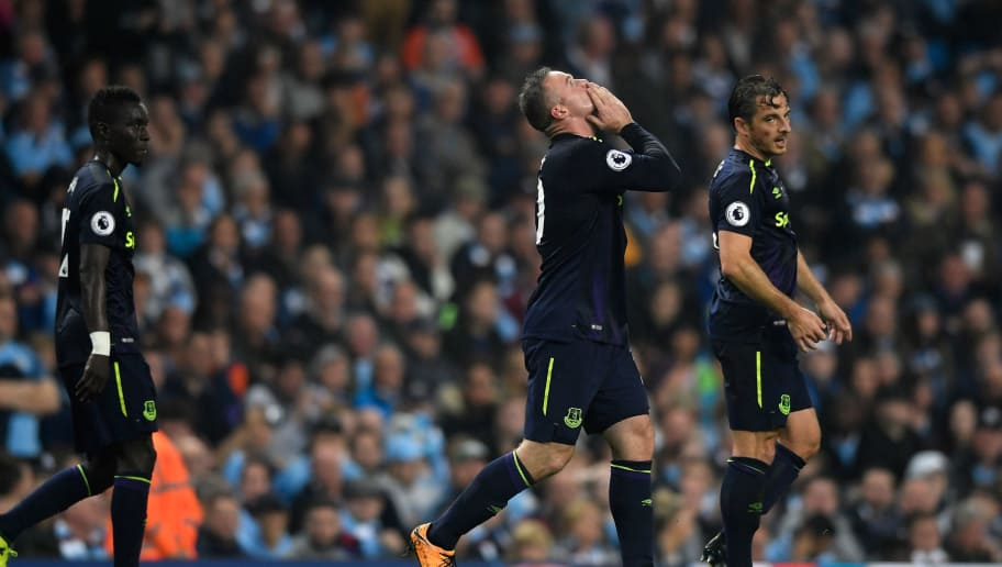 MANCHESTER, ENGLAND - AUGUST 21: Wayne Rooney of Everton celebrates after scoring his sides first goal during the Premier League match between Manchester City and Everton at Etihad Stadium on August 21, 2017 in Manchester, England.  (Photo by Stu Forster/Getty Images)