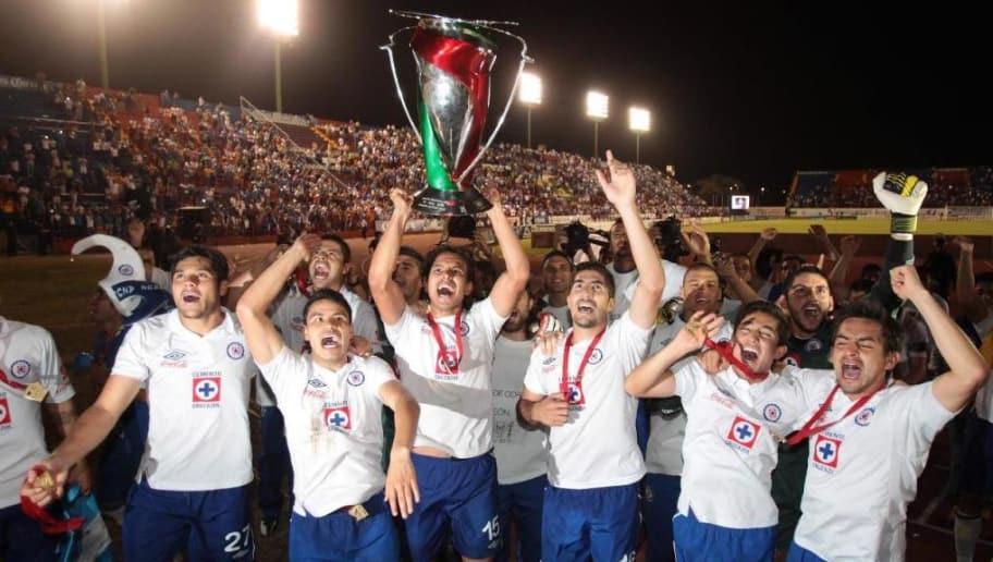 9267b133fa0 PARA COLECCIONISTAS | 7 jerseys históricos de Cruz Azul | 90min