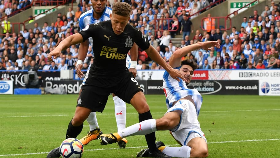 TOPSHOT - Newcastle United's English forward Dwight Gayle (L) is tackled in the penalty area during the English Premier League football match between Huddersfield Town and Newcastle United at the John Smith's stadium in Huddersfield, northern England on August 20, 2017. / AFP PHOTO / Anthony Devlin / RESTRICTED TO EDITORIAL USE. No use with unauthorized audio, video, data, fixture lists, club/league logos or 'live' services. Online in-match use limited to 75 images, no video emulation. No use in betting, games or single club/league/player publications.  /         (Photo credit should read ANTHONY DEVLIN/AFP/Getty Images)