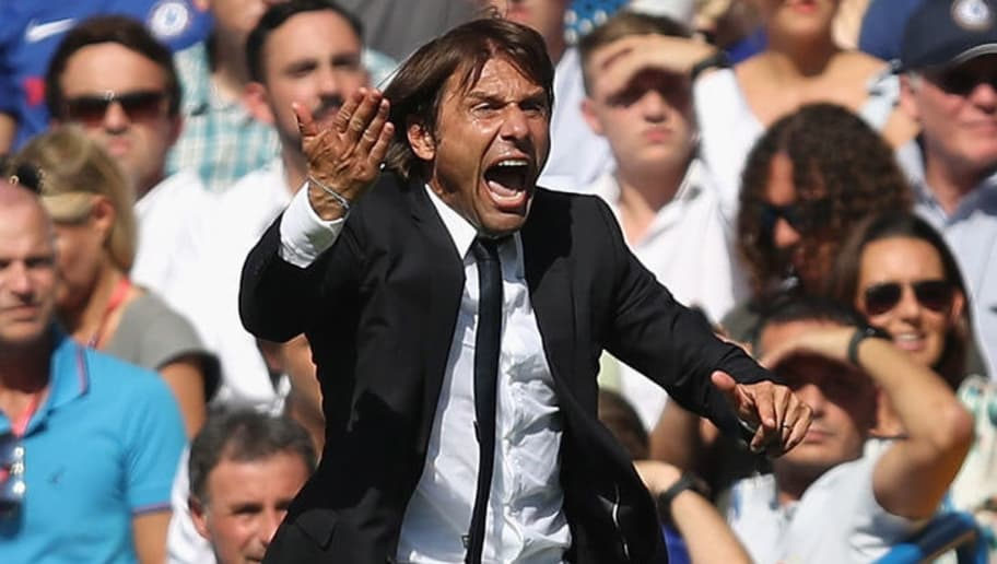LONDON, ENGLAND - AUGUST 27: Antonio Conte, Manager of Chelsea reacts during the Premier League match between Chelsea and Everton at Stamford Bridge on August 27, 2017 in London, England.  (Photo by Julian Finney/Getty Images)