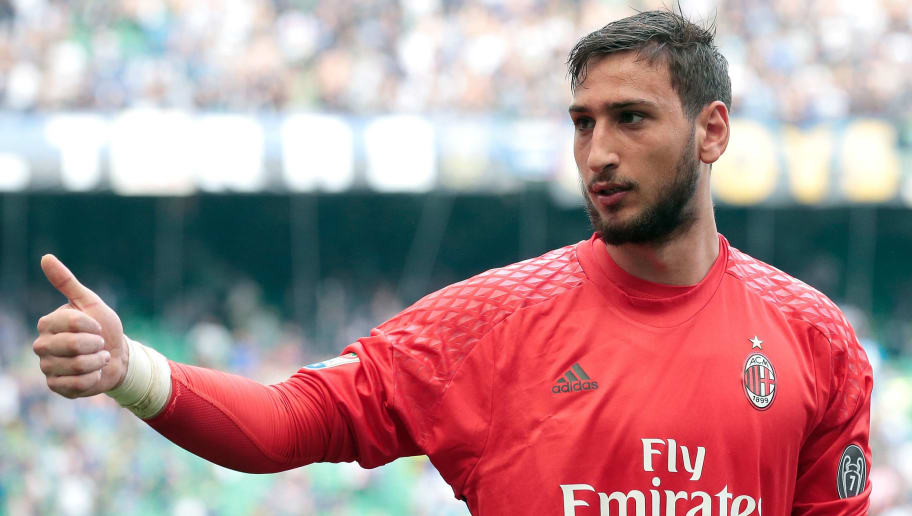 MILAN, ITALY - APRIL 15:  Gianluigi Donnarumma of AC Milan gestures during the Serie A match between FC Internazionale and AC Milan at Stadio Giuseppe Meazza on April 15, 2017 in Milan, Italy.  (Photo by Emilio Andreoli/Getty Images )