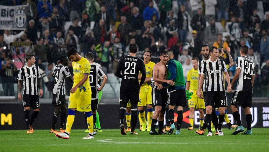 Chievo's players congratulate Juventus' players at the end of the Italian Serie A football match Juventus vs Chievo at the Allianz stadium in Turin on September 9, 2017. / AFP PHOTO / MIGUEL MEDINA        (Photo credit should read MIGUEL MEDINA/AFP/Getty Images)