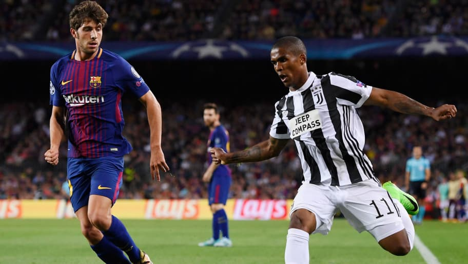 BARCELONA, SPAIN - SEPTEMBER 12: Douglas Costa of Juventus attempts to get past Andre Gomes of Barcelona during the UEFA Champions League Group D match between FC Barcelona and Juventus at Camp Nou on September 12, 2017 in Barcelona, Spain.  (Photo by Alex Caparros/Getty Images)