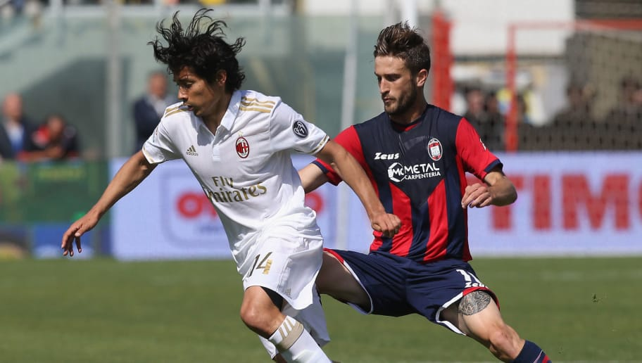 CROTONE, ITALY - APRIL 30:  Andrea Barberis (R) of Crotone competes for the ball with Matias Fernandez  of Milan during the Serie A match between FC Crotone and AC Milan at Stadio Comunale Ezio Scida on April 30, 2017 in Crotone, Italy.  (Photo by Maurizio Lagana/Getty Images)