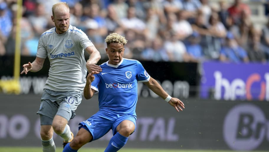 GENK, BELGIUM - JULY 22: Benson Manuel from KRC Genk being challenged by Davy Klaassen from Everton during the Pre-Season Friendly between KRC Genk and Everton at Cristal Arena on July 22, 2017 in Genk, Belgium (Photo by Andy Astfalck/Getty Images)
