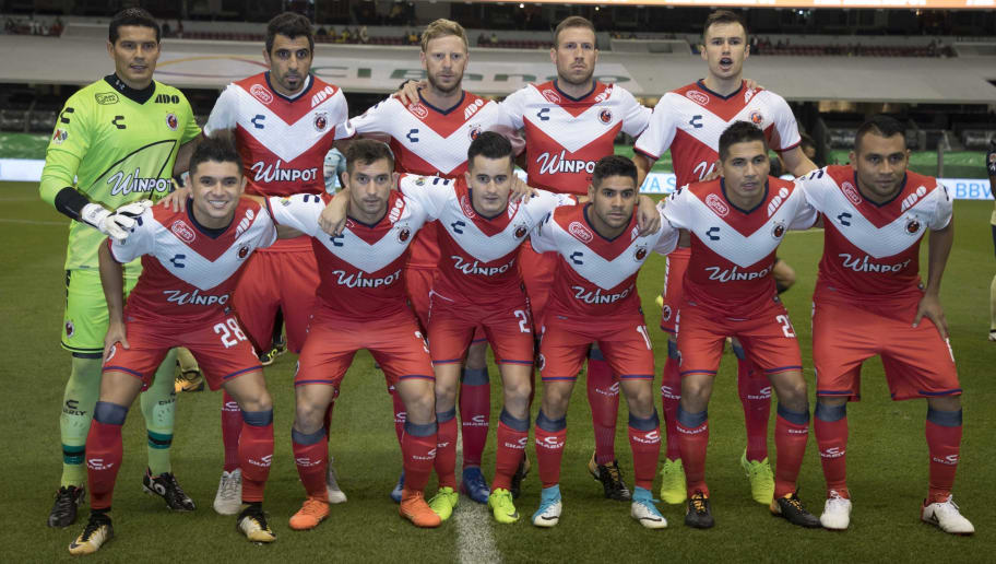 MEXICO CITY, MEXICO - SEPTEMBER 09:  Players of Veracruz pose prior the 8th round match between America and Veracruz as part of the Torneo Apertura 2017 Liga MX at Azteca Stadium on September 09, 2017 in Mexico City, Mexico. (Photo by Misael Montano/Getty Images)