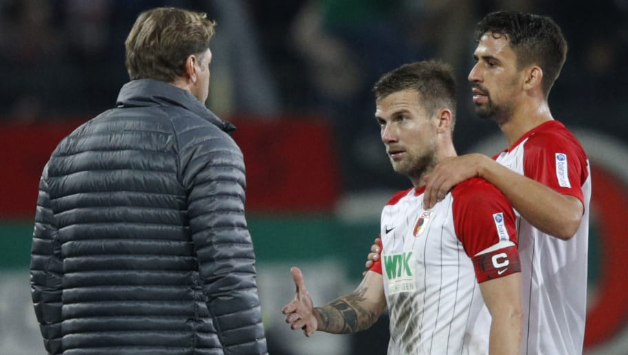 AUGSBURG, GERMANY - SEPTEMBER 19: Coach Ralph Hasenhuettl of Leipzig (l) and Daniel Baier of Augsburg (2nd left) get into a heated argument after the Bundesliga match between FC Augsburg and RB Leipzig at WWK-Arena on September 19, 2017 in Augsburg, Germany. (Photo by Adam Pretty/Bongarts/Getty Images)
