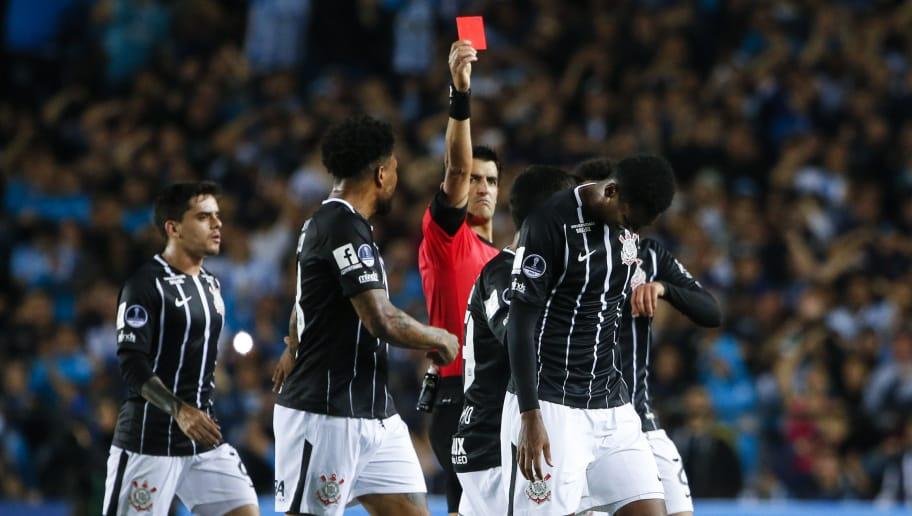 83ba5739dd Eliminação liga alerta no Corinthians para comportamento na ...