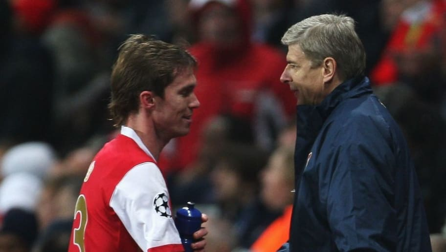 39826c78e LONDON - OCTOBER 23  Arsenal Manager Arsene Wenger shakes hands with  Aleksandr Hleb of Arsenal