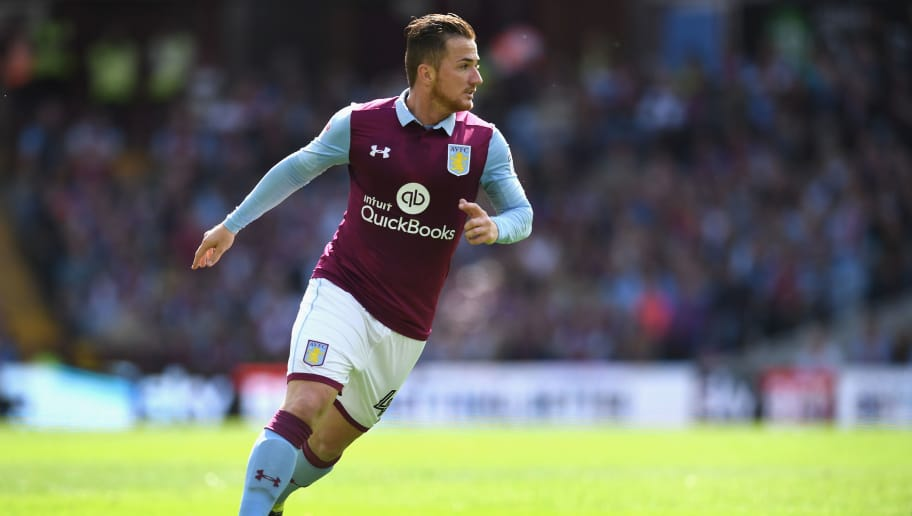BIRMINGHAM, ENGLAND - SEPTEMBER 11:  Ross McCormack of Villa in action during the Sky Bet Championship match between Aston Villa and Nottingham Forest at Villa Park on September 11, 2016 in Birmingham, England.  (Photo by Michael Regan/Getty Images)