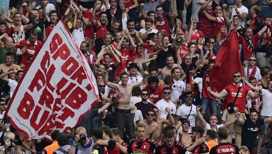 Freiburg's supporters and players celebrate after scoring during the German first division Bundesliga football match of Hertha BSC Berlin vs SC Freiburg in Berlin, Germany, on August 28, 2016.  / AFP / TOBIAS SCHWARZ / RESTRICTIONS: DURING MATCH TIME: DFL RULES TO LIMIT THE ONLINE USAGE TO 15 PICTURES PER MATCH AND FORBID IMAGE SEQUENCES TO SIMULATE VIDEO. == RESTRICTED TO EDITORIAL USE == FOR FURTHER QUERIES PLEASE CONTACT DFL DIRECTLY AT + 49 69 650050         (Photo credit should read TOBIAS SCHWARZ/AFP/Getty Images)