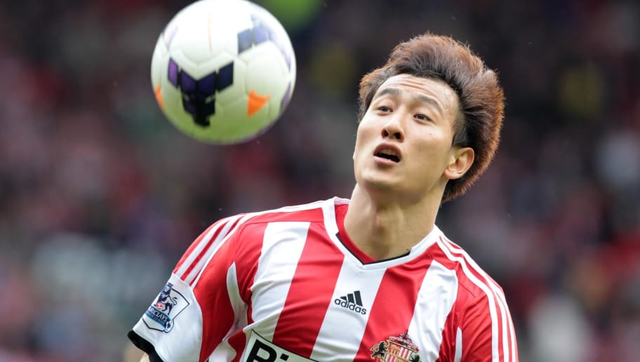 Sunderland's South Korean striker Ji Dong-Won controls the ball during the English Premier League football match between Sunderland and Fulham at the Stadium of Light, Sunderland, northeast England, on August 17, 2013. AFP PHOTO/LINDSEY PARNABY   == RESTRICTED TO EDITORIAL USE. NO USE WITH UNAUTHORIZED AUDIO, VIDEO, DATA, FIXTURE LISTS, CLUB/LEAGUE LOGOS OR LIVE SERVICES. ONLINE IN-MATCH USE LIMITED TO 45 IMAGES, NO VIDEO EMULATION. NO USE IN BETTING, GAMES OR SINGLE CLUB/LEAGUE/PLAYER PUBLICATIONS. ==        (Photo credit should read LINDSEY PARNABY/AFP/Getty Images)