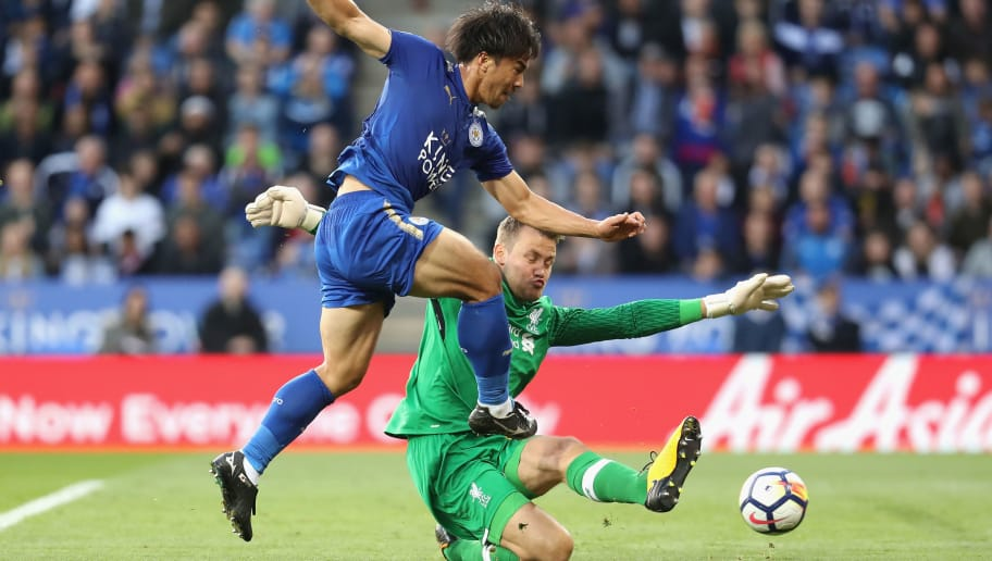 LEICESTER, ENGLAND - SEPTEMBER 23:  Shinji Okazaki of Leicester City scores shoots on goal past Simon Mignolet of Liverpool during the Premier League match between Leicester City and Liverpool at The King Power Stadium on September 23, 2017 in Leicester, England.  (Photo by Linnea Rheborg/Getty Images)