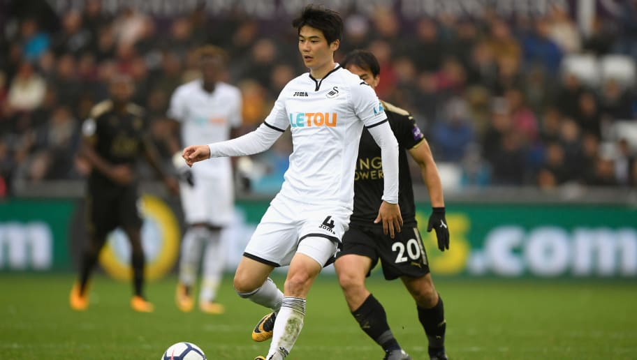 SWANSEA, WALES - OCTOBER 21:  Ki Sung-Yueng of Swansea in action during the Premier League match between Swansea City and Leicester City at Liberty Stadium on October 21, 2017 in Swansea, Wales.  (Photo by Stu Forster/Getty Images)