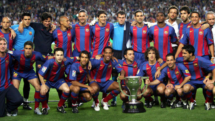 BARCELONA, SPAIN:  FC Barcelona players pose for the picture with a Spanish league title trophy after a match against Villarreal in Camp Nou Stadium in Barcelona, 22 May 2005. AFP PHOTO LLUIS GENE   (Photo credit should read LLUIS GENE/AFP/Getty Images)